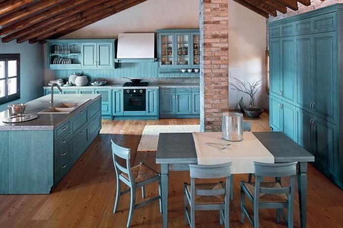 küchenideen blaue küche schränke kochinsel elektrogeräte und sogar tisch in blau stühle tischdecke weiß