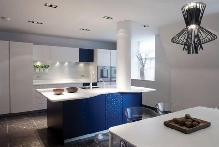 küchenideen weiß-blaue küche designen designer küchen aus den magazins schöne lampe beleuchtung