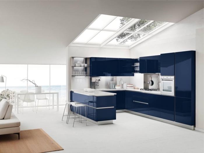 moderne kücheneinrichtung, weiße wände, küche gestalten, wohnung einrichten ideen