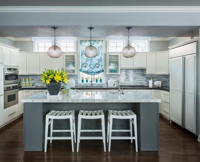 küchenideen küche selber einrichten schönes graues design grau blau mit frischen gelben blumen vase deko ideen