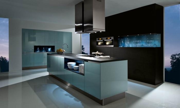 moderne kücheneinrichtung in blau und schwarz, küchen ideen bilder, lange insel