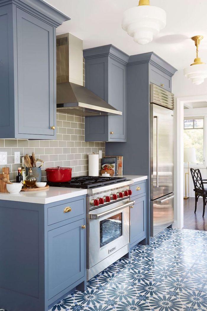 küchen ideen in blau schönes design der möbel und boden mit blumen muster weiß blaue designs mediterran