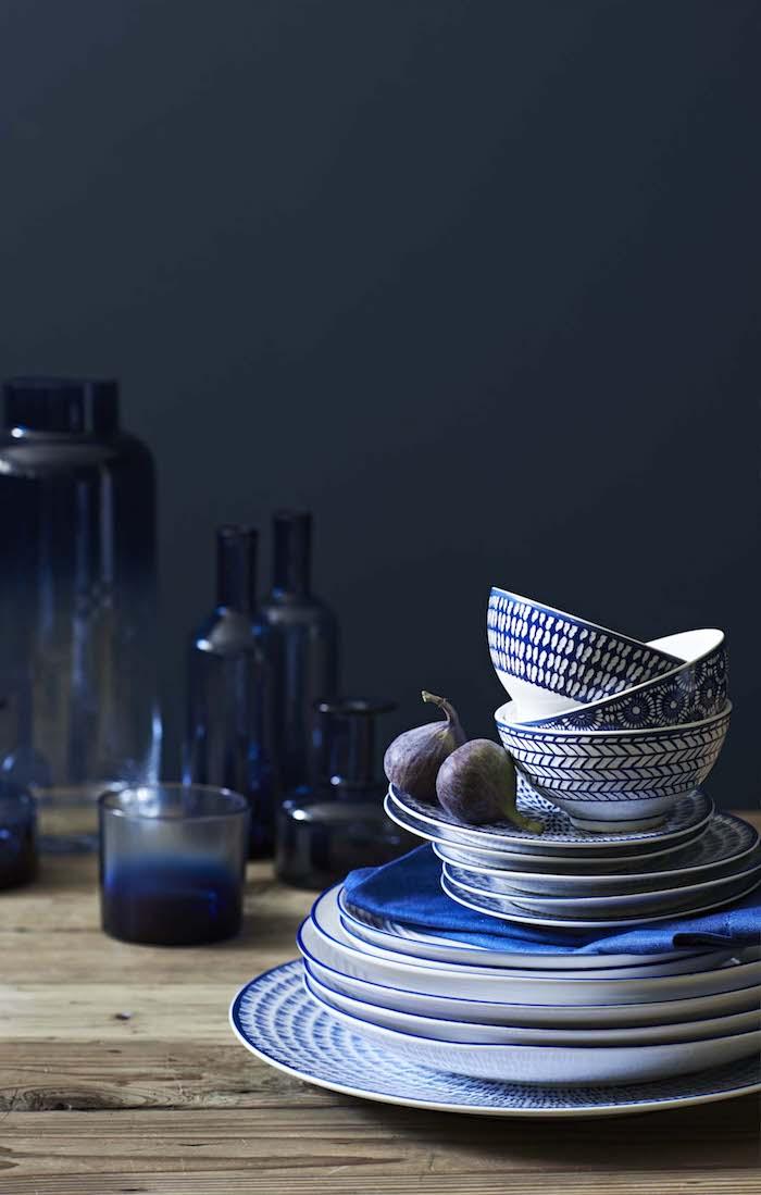 kücheneinrichtung geschirr in blau und weiß schöne ideen frohe einwohner