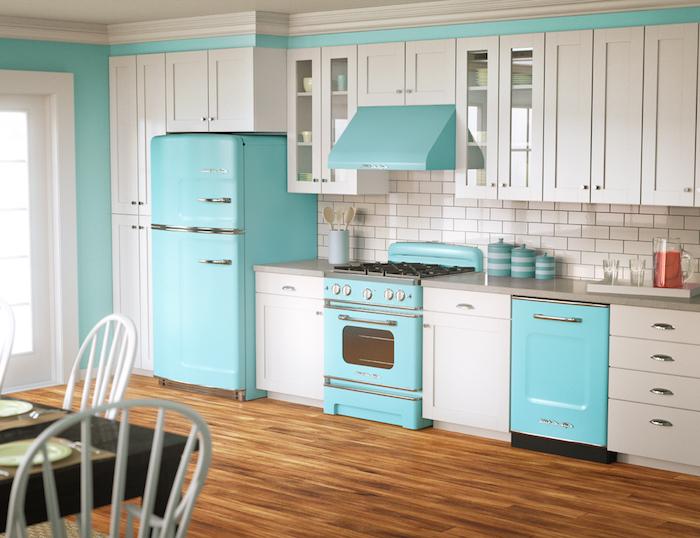 küchen ideen in blau neonfarbe schöne kontraste schaffen weiß blaue deko möbel ideen kühlschrank backofen spülmaschine