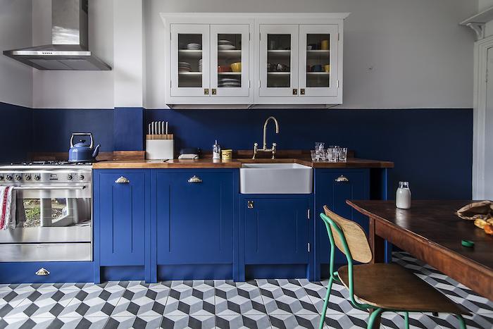 ikea inspiration möbel in blau in der küche moderne wohnung boden in geometrischen formen muster idee retro