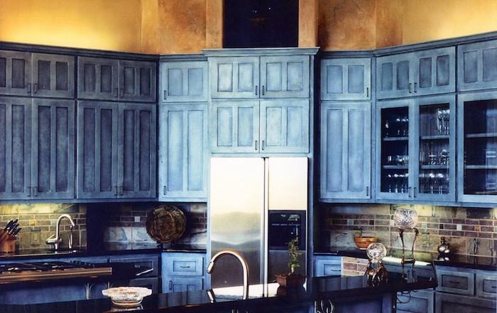 selbstgebaute küche schönes design ausgetragener effekt gelb unf blau kombinieren tolle retro küche