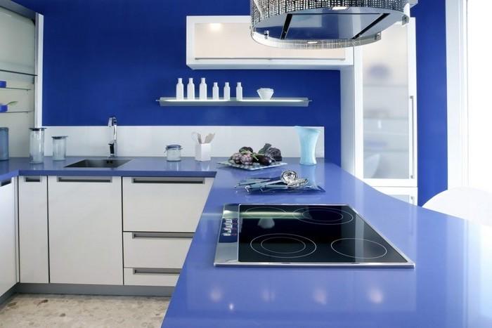 selbstgebaute küche küche in blau gesättigte farben in der küche weiß und blau kombinieren mediterranes flair zu hause