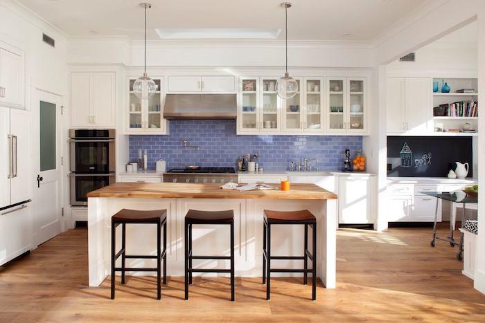 küche einrichten schöne küche mit blauen fliesen wandgestaltung kreatives design