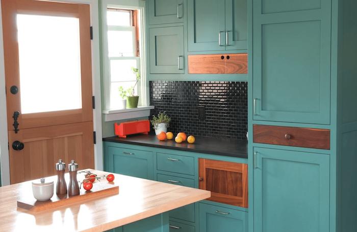 moderne küchen möbel hölzerne einrichtung lackiert und bealt in beige und blau mintblau