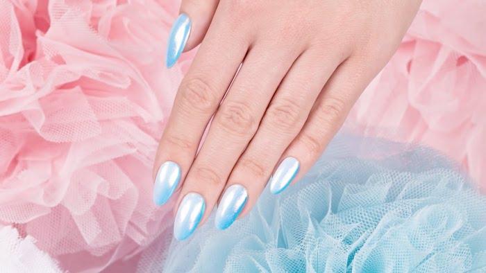 gelnägel glitzer zum perfekten effekt der meerjungfrau nuancen des blauen mandelförmige nägel schön gestalten