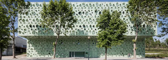 universität fassade lisabon idee ausgefallen einzigartige architektur institut mit bunte deko