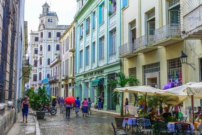 mint farbe straße fotos auf der straße machen grün blaues design ideen straßencafes havana kuba aussichten