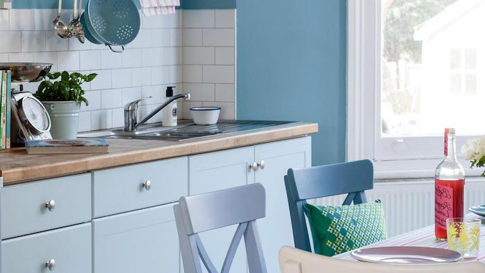 küche vorher nachher deko geschirr einrichtung blaue stühle stuhl design ideen