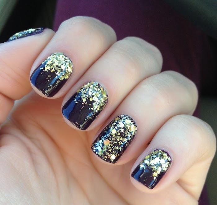 gel nägel french oder nicht sein schwarzer nagellack mit goldenem glitzer dekoriert schöne idee für die dezente maniküre