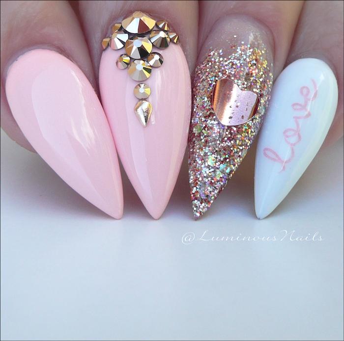 gel nageldesign ideen pastellfarben auf den spitzen nägeln rosa blau glitter nägel mit steinen herzdeko