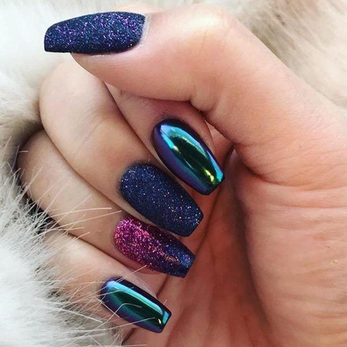 gelnägel glitzer scheinender effekt auf den fingernägeln blau grün schwarz lila rosa farben glitzer auf den nägeln maniküren