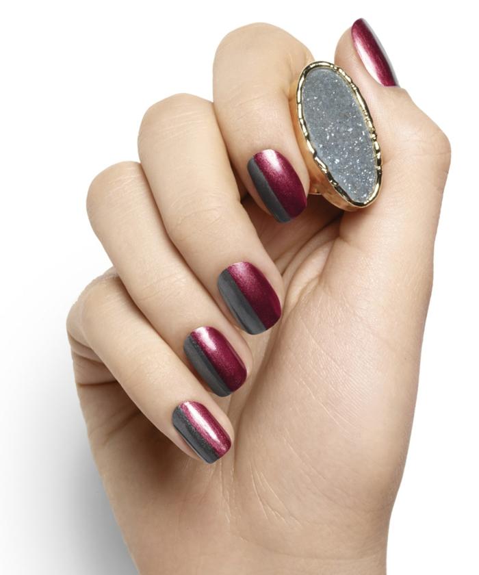 Nageldesign in Weinrot und Grau, einfach und schnell zum Nachstylen, eckige Nagelform, massiver Ring