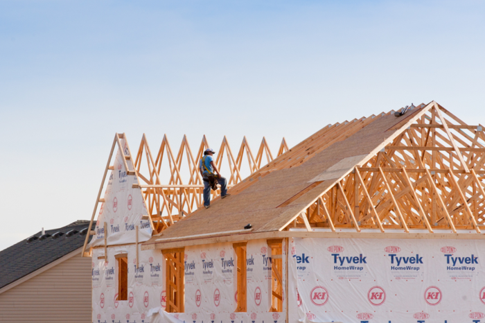 Der Dachstuhl ist bereits errichtet, Schritt für Schritt zum eigenen Haus, Tipps und Informationen