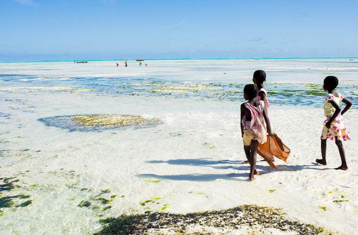 wo liegt sansibar schöne aussichten aus dem insel sansibar stadt insel einheimischen einwohner spielen