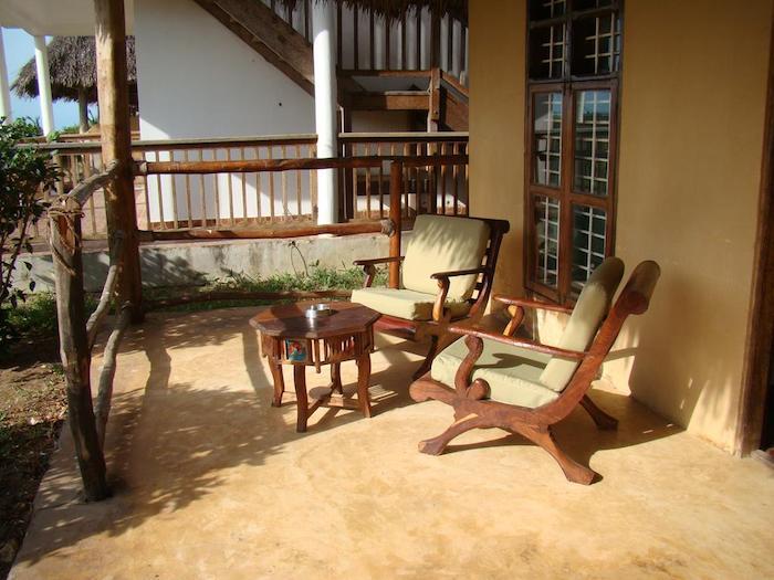 zanzibar urlaub für 2 den kaffee am morgen trinken schönes ambiente sessel tisch veranda