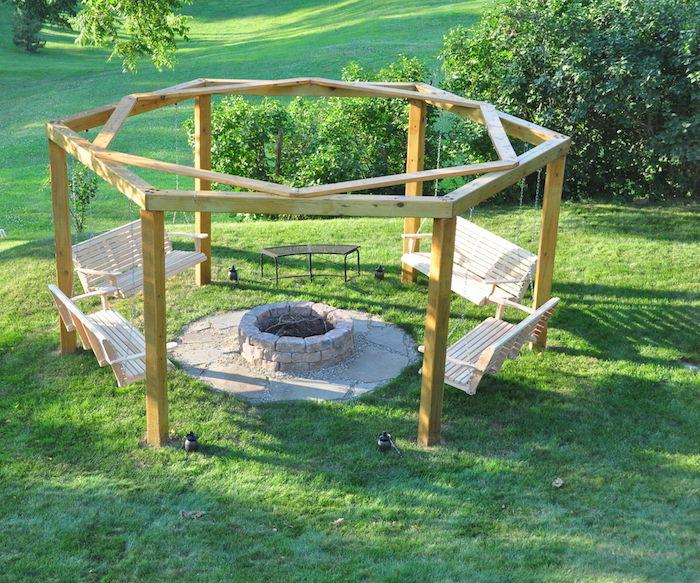ein Platz für Ausflüge mit vier bequeme Schaukel - Schaukelgestell aus Holz