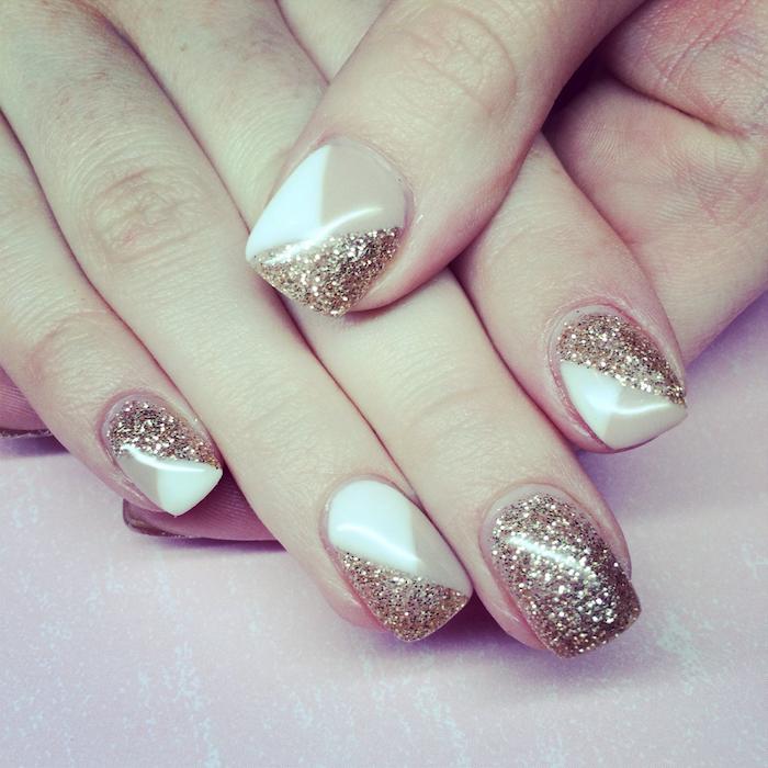 gel nageldesign drei farben an der hand weiß beige golden dezente maniküre zu jedem anlass elegantes nageldesign geometrische formen