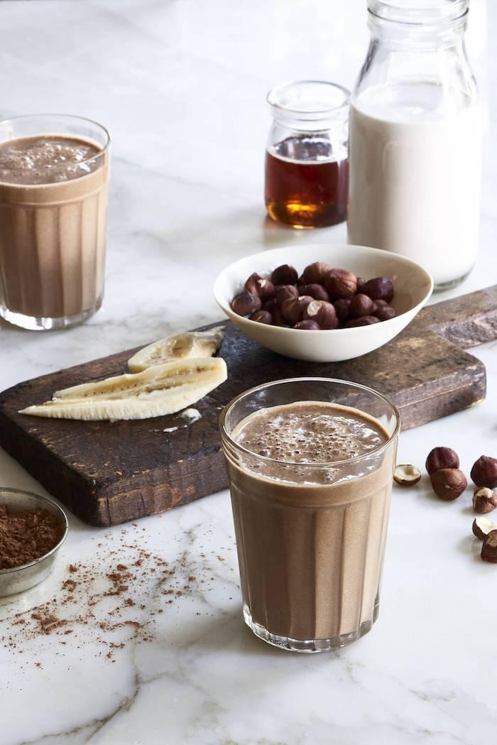 schokolade kaufen kakaobohnen zur zubereitung von schoko smoothie mit bananen honig und soja milch ideen
