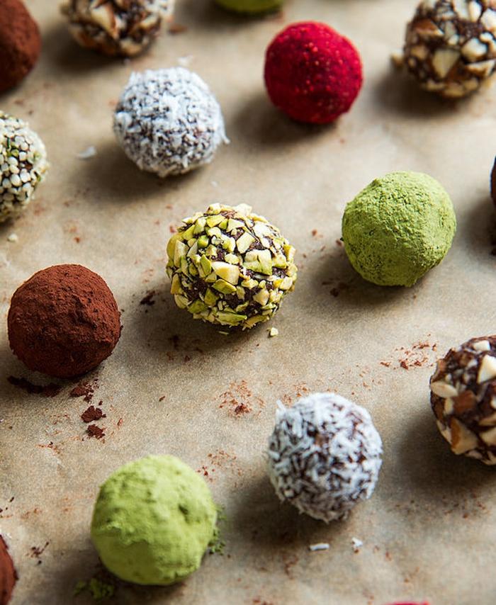schokolade ohne milch schoko bälle ideen zum gesunden menü alltägliches essen gesund und nahrhaft nüsse früchte kakao matcha rezepte