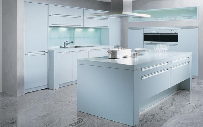küche modern weiss, grau und blau schöne nuancen beleuchtung in der küche