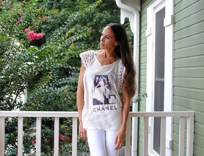 ein weißes T-shirt mit Bild, selber wie Spitze versehen - T-shirt selber machen