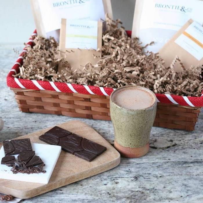 schokoladenherstellung tafel dunkler schokolade in einem geschenkkorb stellen ein stück freude bio geschenke zu jedem anlass