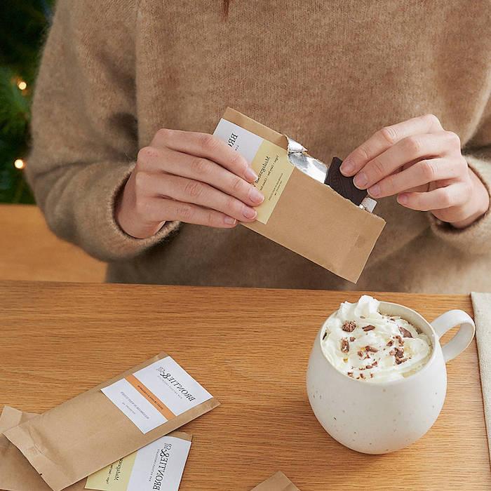 pralinen selber machen ideen die tafeln schokolade in milch und sahne eintauchen lassen heiße schokolade mit bio produkte sojamilch mit schokolade