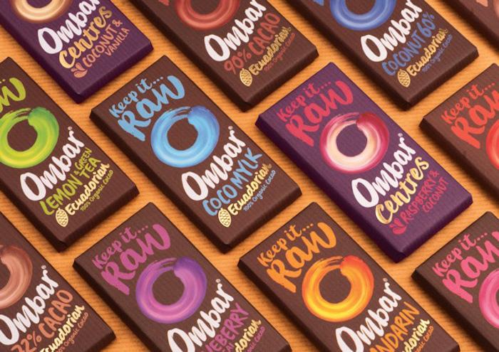schokolade selbst gestalten oder vom geschäft kaufen bunte schokoverpackungen lila blau grün orange blau
