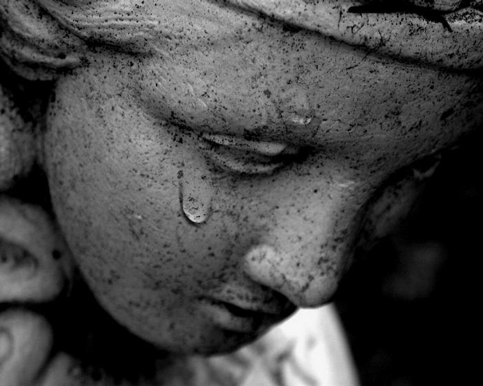 noch ein trauriges bild zum winen - hier ist ein engel mit tränen