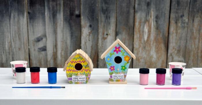 Vogelhäuser aus Holz bunt bemalen, tolle DIY Projekte für Kinder, verschiedene Farben, Häuschen verzieren