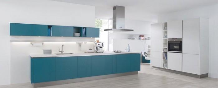 kücheninspiration weiße küche mit blauen dekorationen blaue einrichtung für die küche