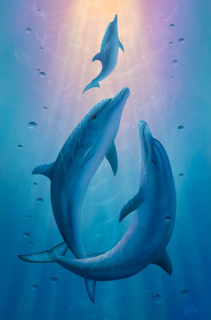 hier zeigen wir ihnen ein märchenhaften bild mit drei bllauen delfinen, die zusammen in einem meer mit einem blauen klaren wasser schwimmen - werfen sie einen blick auf dises märchenhaftes bild