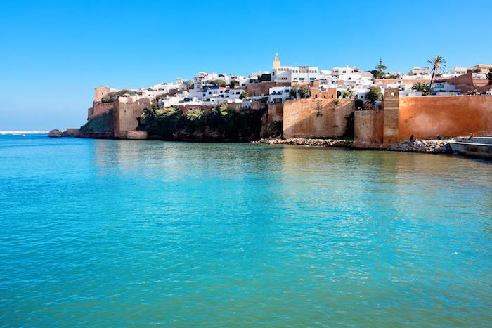 hauptstadt von marokko bildschöne aussichten meer gebäude auf dem wasser