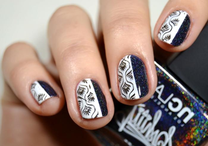 Winternägel in Weiß und Dunkelblau zum Nachstylen, Idee für Glitzer-Maniküre, ovale Nagelform