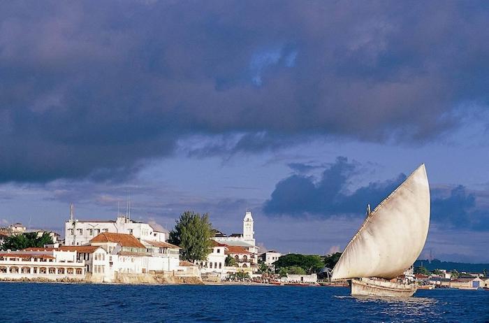 sansibar reisebericht schöne blaue farben in sansibar natur foto dar es salam boot architektur