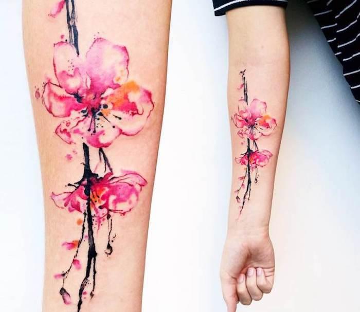 tattoo bedeutung, wasserfarben tattoo mit kirschblüten-motiv am unterarm