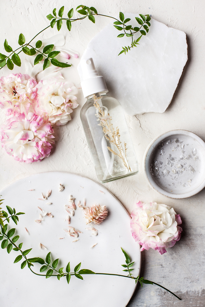 kosmetik selber machen, bodyspray mit rosenöl und lavendel, hautpflege