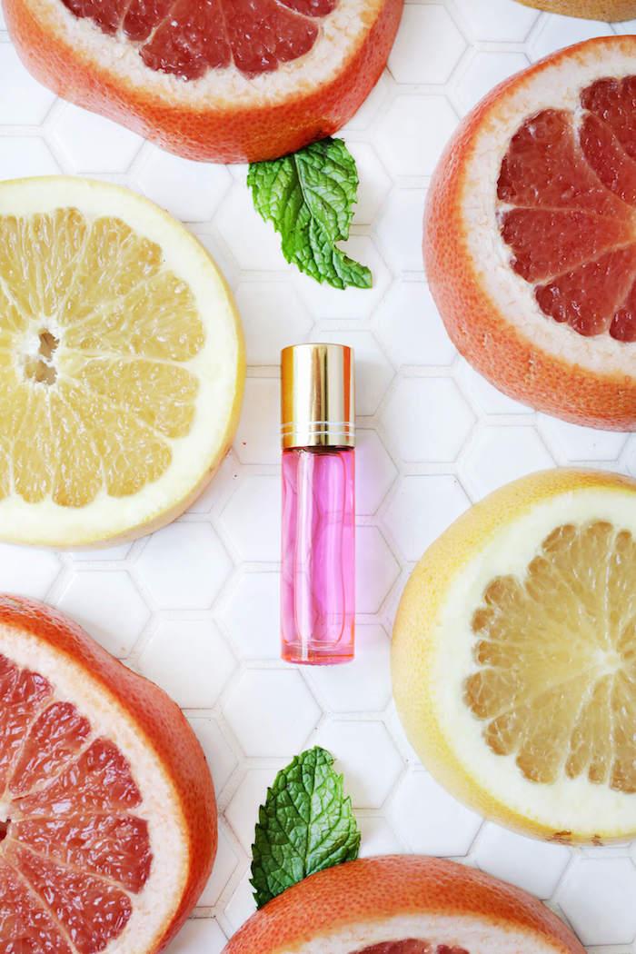 parfum selber machen, rosa parfumflsche, parfüm mit ätherischen ölen