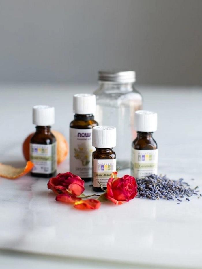 parfum selbst herstellen, parfüm mit jasmin und rosenöl, geschenke für frauen