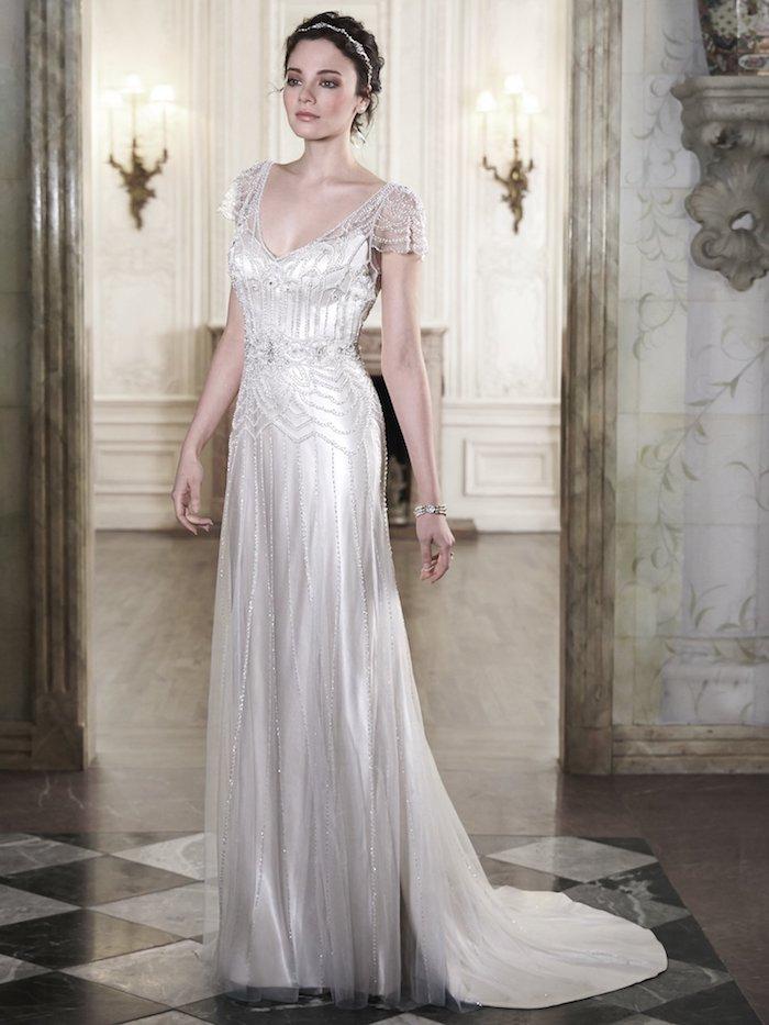vintage hochzeitskleid dekoriert mit kristallen, braut make-up