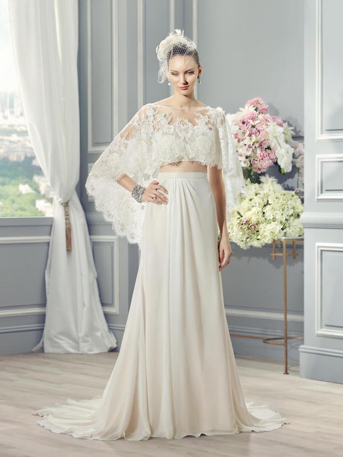 vintage hochzeitskleid in a-linie in kombination mit großem kopfschmuck und silbernem armreif