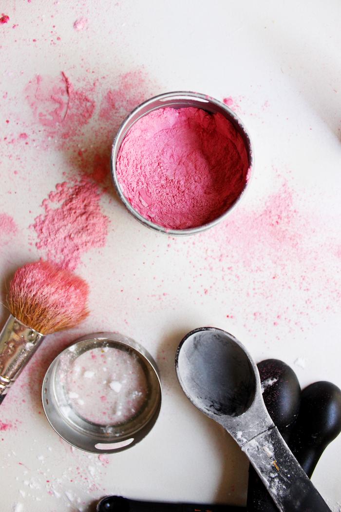 schminke selber machen, rosa rouge aus natürlichen zutaten, selbstgemachte schminken