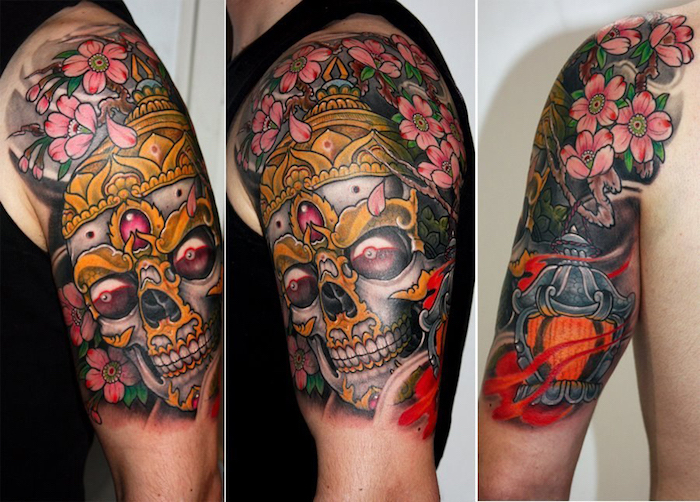 japanische tattoos, schädel mit goldener krone und kirschenblüten