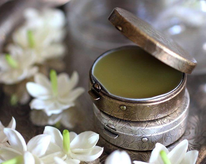 kosmetik selber machen, festes parfüm mit kokos und jojobaöl, diy geschenke