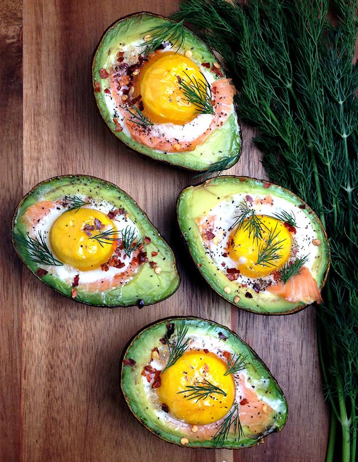 low carb rezepte schnell avocado ideen eier schinken lachs kräuter paprika gemüse fleisch eiweiß